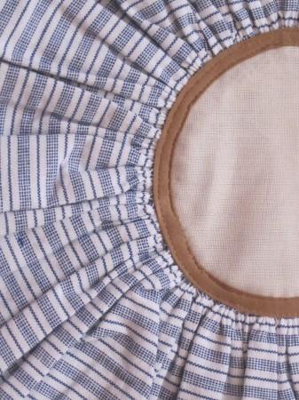 Runde Kissenhülle blau-weiß gestreift